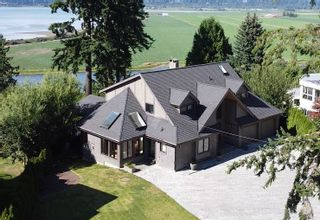 """Photo 1: 13115 CRESCENT Road in Surrey: Elgin Chantrell House for sale in """"Crescent Beach"""" (South Surrey White Rock)  : MLS®# R2478141"""