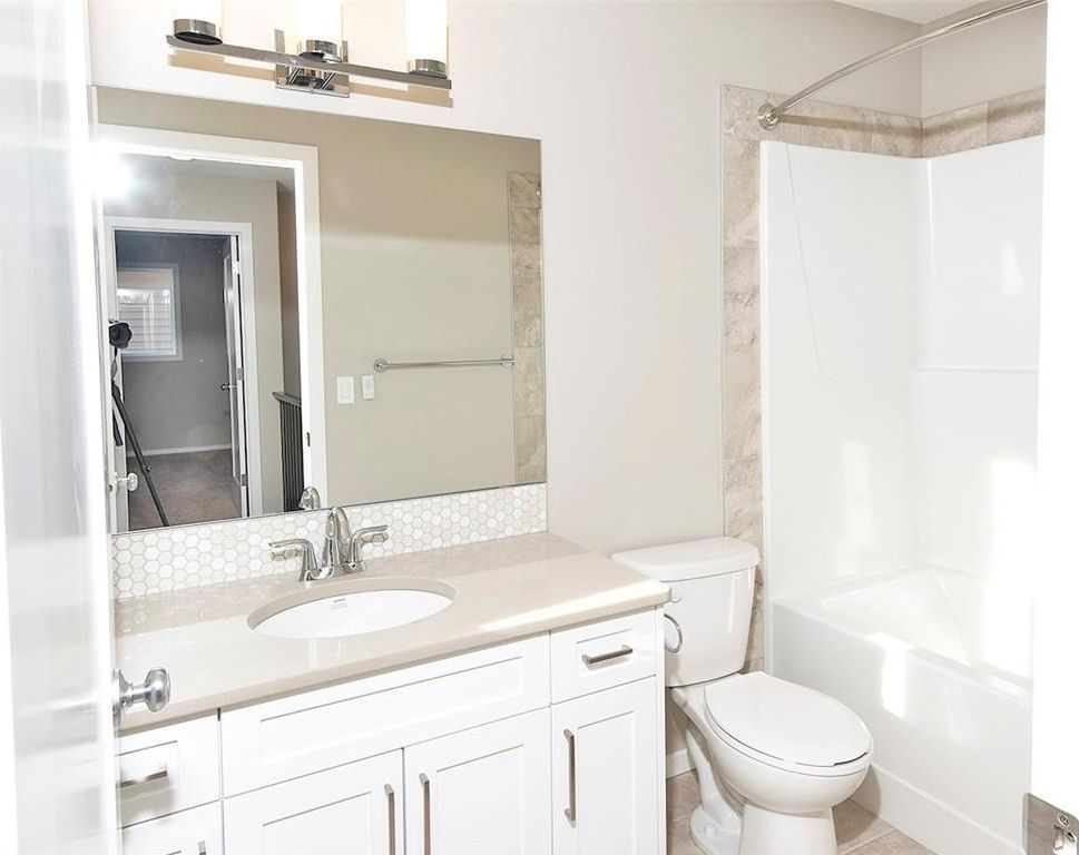 Photo 15: Photos: 2202 Bayside Circle: Airdrie House for sale : MLS®# C4145473