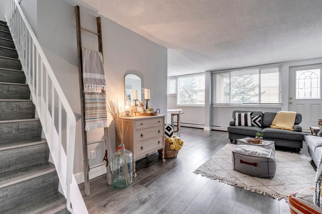 Main Photo: 212 7007 4A Street SW in Calgary: Kingsland Apartment for sale : MLS®# A1112502