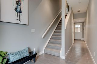 Photo 3: 1529 25 Avenue SW in Calgary: Bankview Row/Townhouse for sale : MLS®# A1127936