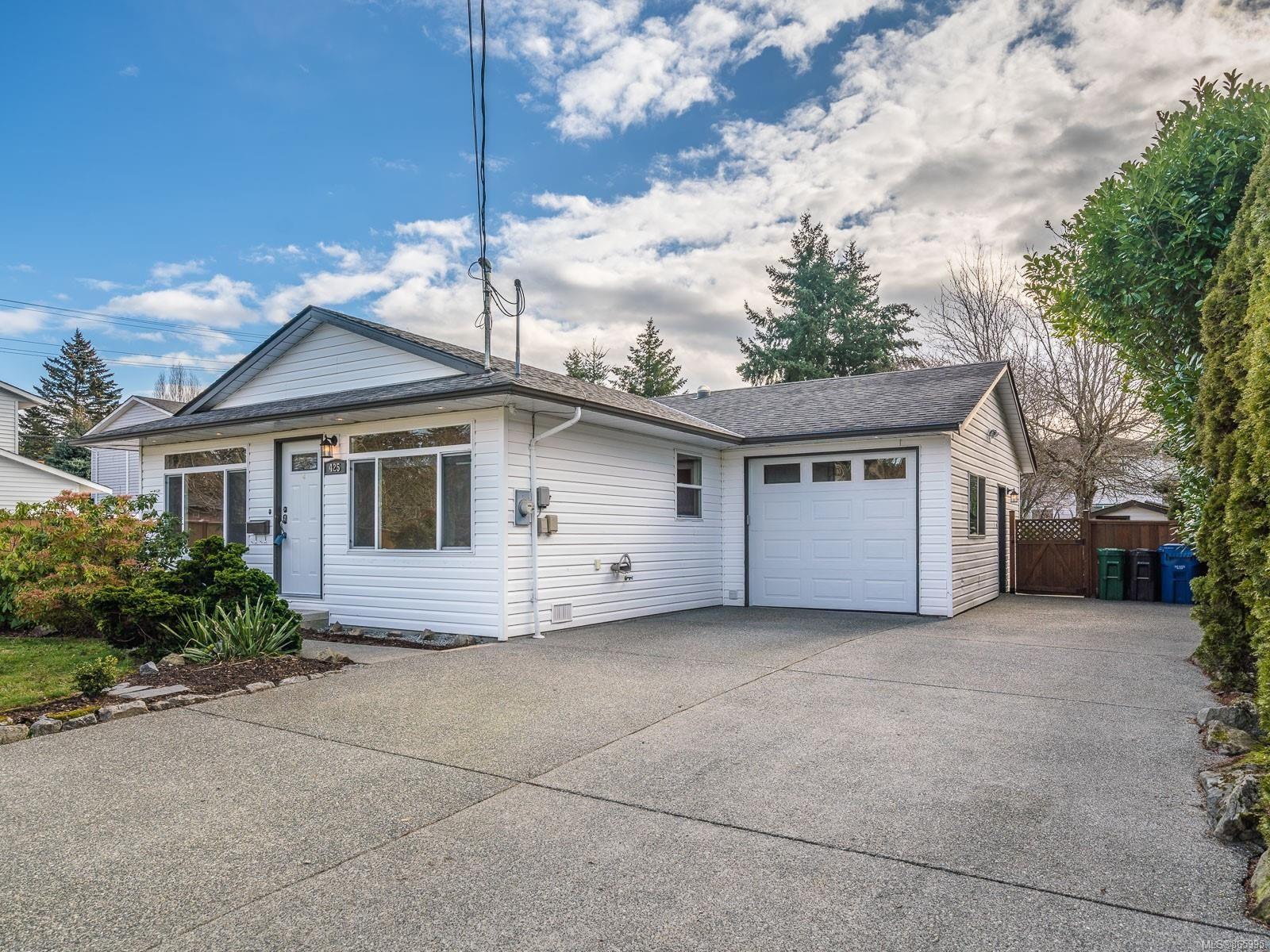 Main Photo: 425 Deering St in : Na South Nanaimo House for sale (Nanaimo)  : MLS®# 865995