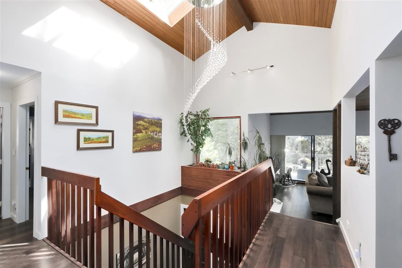 """Photo 2: Photos: 4727 MOUNTAIN Highway in North Vancouver: Lynn Valley House for sale in """"Upper Lynn"""" : MLS®# R2491401"""