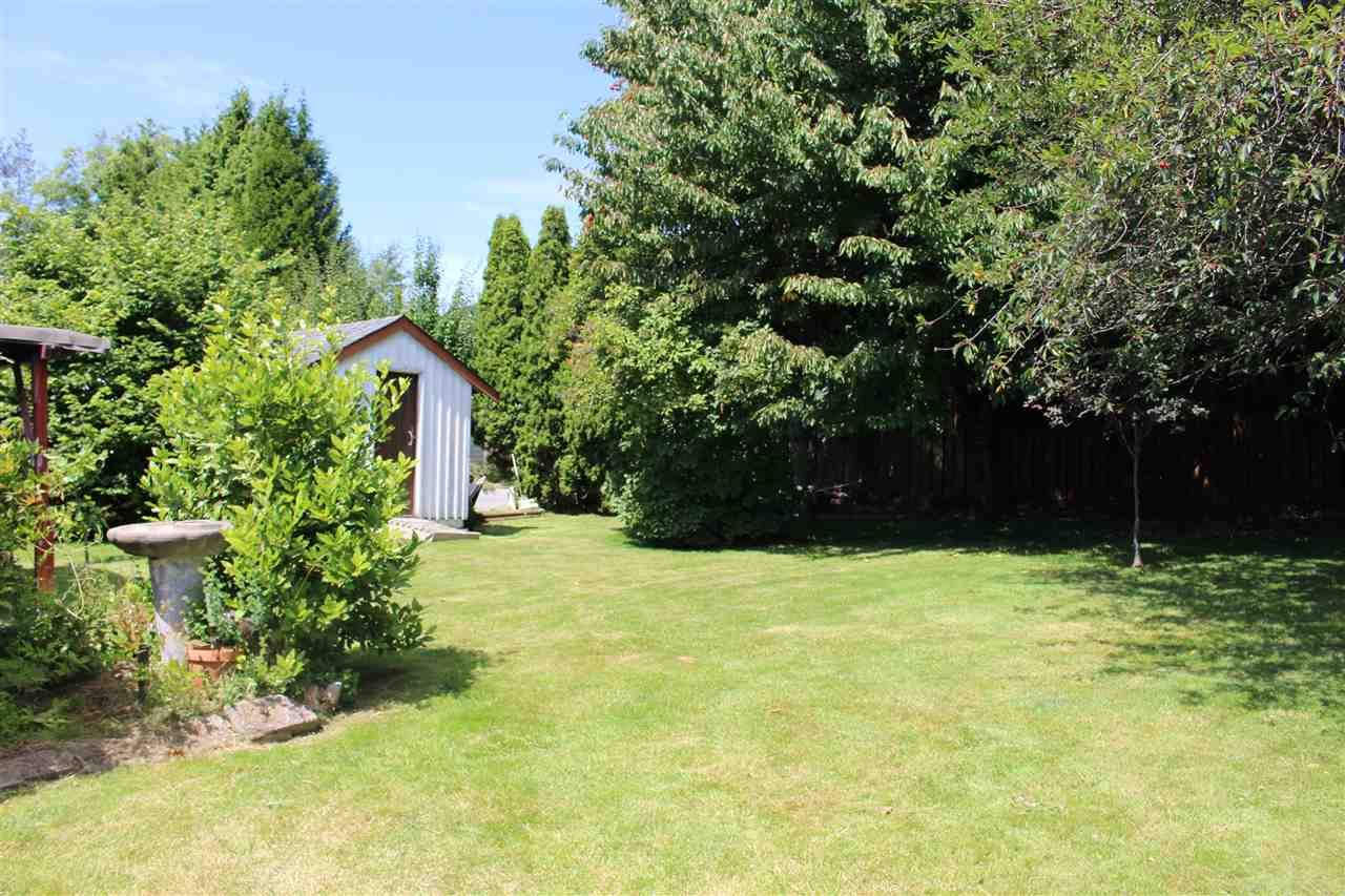 """Photo 15: Photos: 914 DAVIS Road in Gibsons: Gibsons & Area House for sale in """"TOWN OF GIBSONS"""" (Sunshine Coast)  : MLS®# R2478036"""