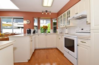 """Photo 8: 6139 W BOUNDARY Drive in Surrey: Panorama Ridge Townhouse for sale in """"LAKEWOOD GARDENS"""" : MLS®# F1448168"""