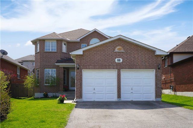 Main Photo: 88 West Side Drive in Clarington: Bowmanville House (2-Storey) for sale : MLS®# E3497075