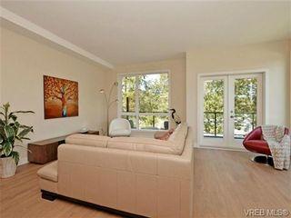 Photo 2: 10 1060 Tillicum Rd in VICTORIA: Es Kinsmen Park Row/Townhouse for sale (Esquimalt)  : MLS®# 717793