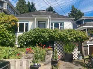 Photo 1: 958 LEE Street: White Rock House for sale (South Surrey White Rock)  : MLS®# R2595243