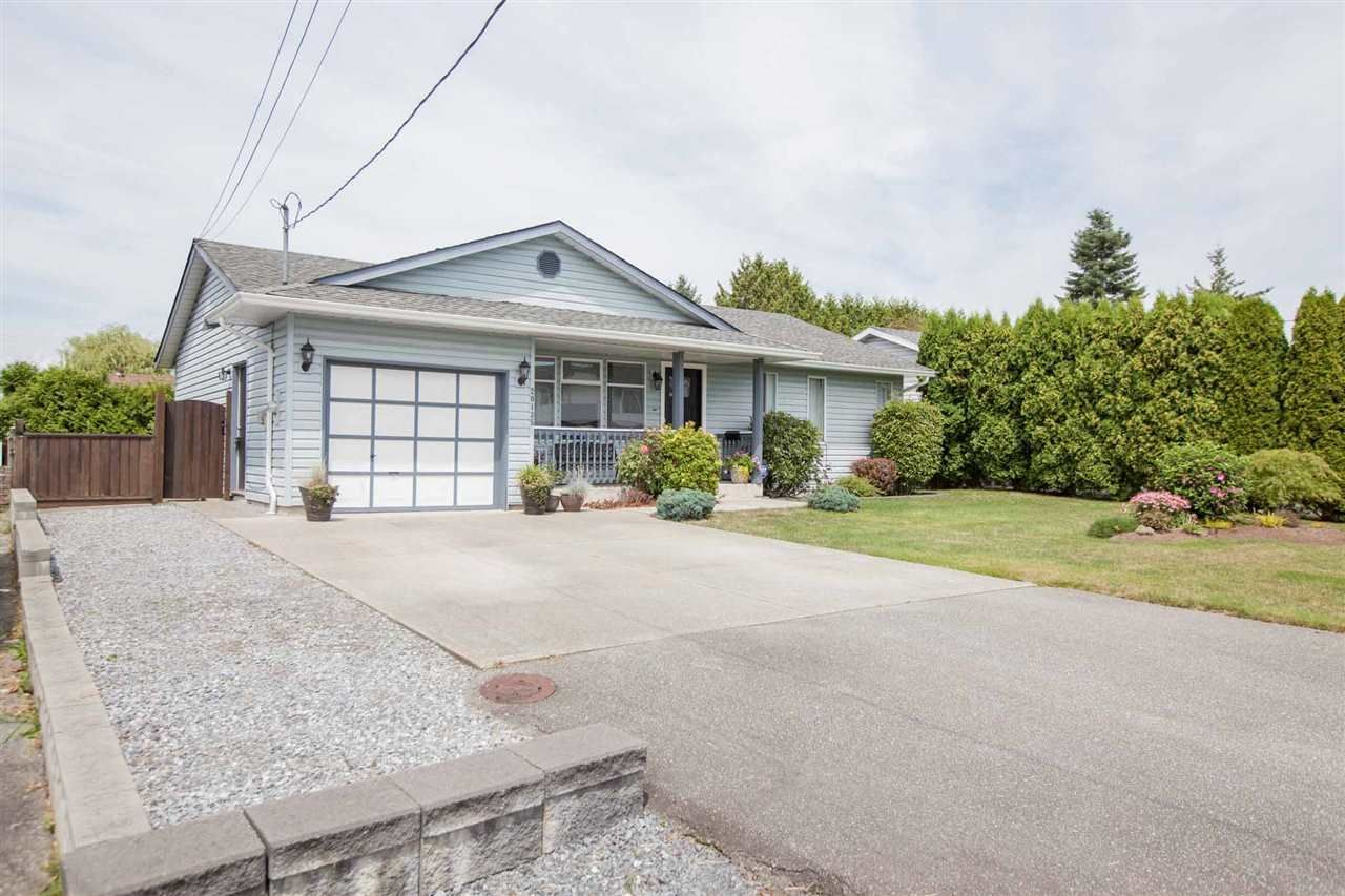 Main Photo: 20135 HAMPTON Street in Maple Ridge: Southwest Maple Ridge House for sale : MLS®# R2391725