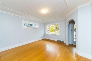 Photo 4: 2568 GRAVELEY Street in Vancouver: Renfrew VE House for sale (Vancouver East)  : MLS®# R2515197