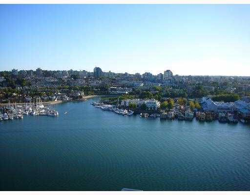 Main Photo: 2201 428 Beach Crescent in King's Landing: Home for sale : MLS®# v738249
