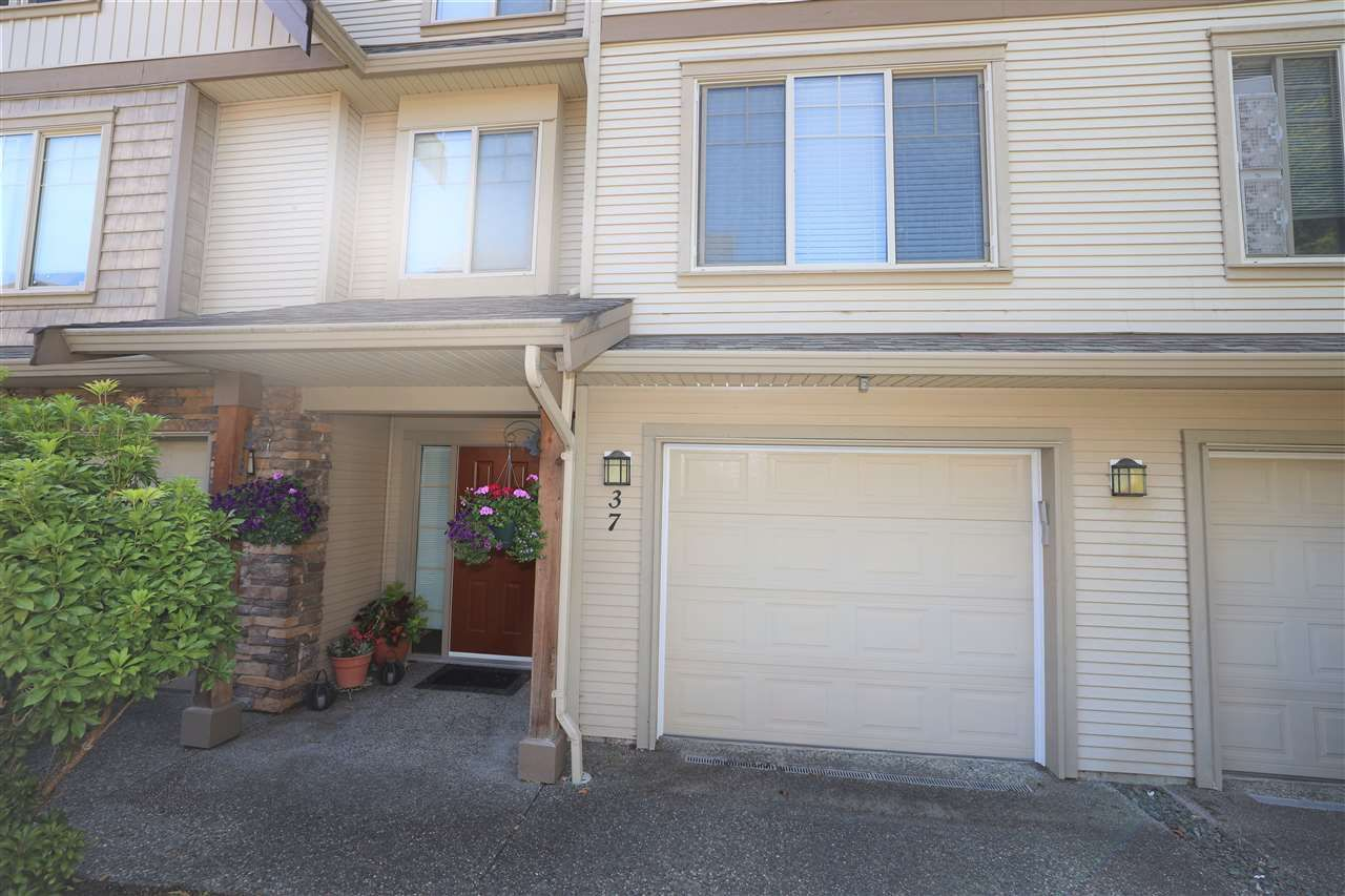 """Main Photo: 37 5556 PEACH Road in Chilliwack: Vedder S Watson-Promontory Townhouse for sale in """"GABLES AT RIVERBEND"""" (Sardis)  : MLS®# R2470851"""