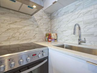 """Photo 5: 905 1250 BURNABY Street in Vancouver: West End VW Condo for sale in """"The Horizon"""" (Vancouver West)  : MLS®# R2559858"""