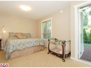 """Photo 6: 5 14921 THRIFT Avenue: White Rock Townhouse for sale in """"NICOLE PLACE"""" (South Surrey White Rock)  : MLS®# F1025156"""