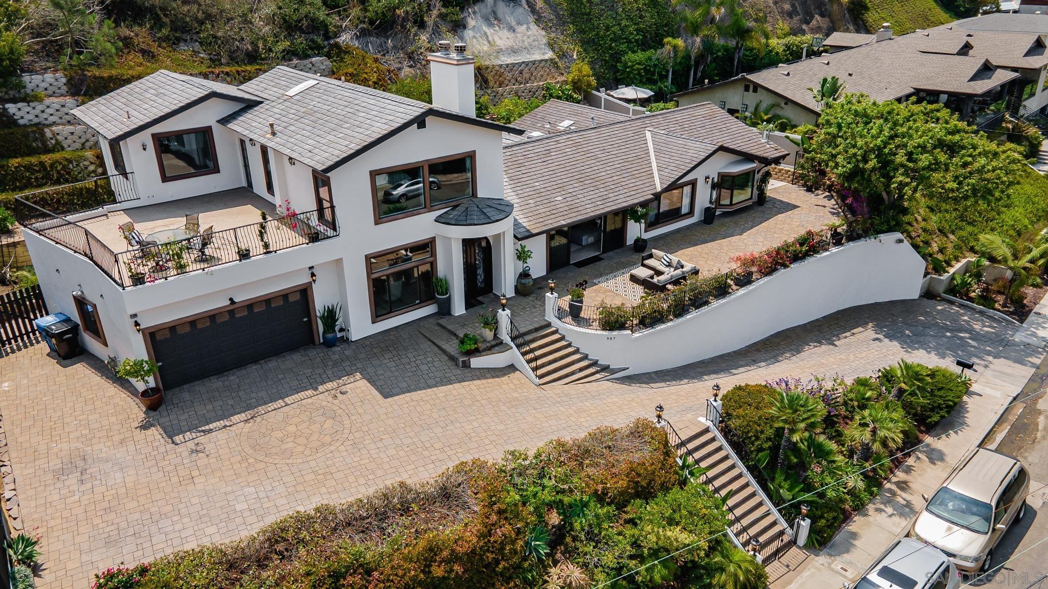 Main Photo: LA JOLLA House for sale : 6 bedrooms : 987 Muirlands Vista Way