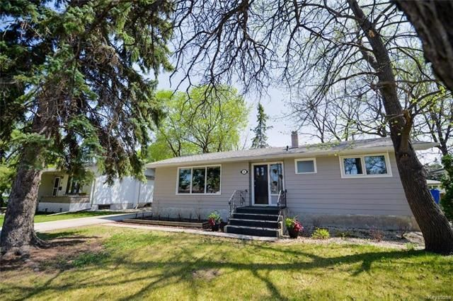 FEATURED LISTING: 18 Wakefield Bay Winnipeg