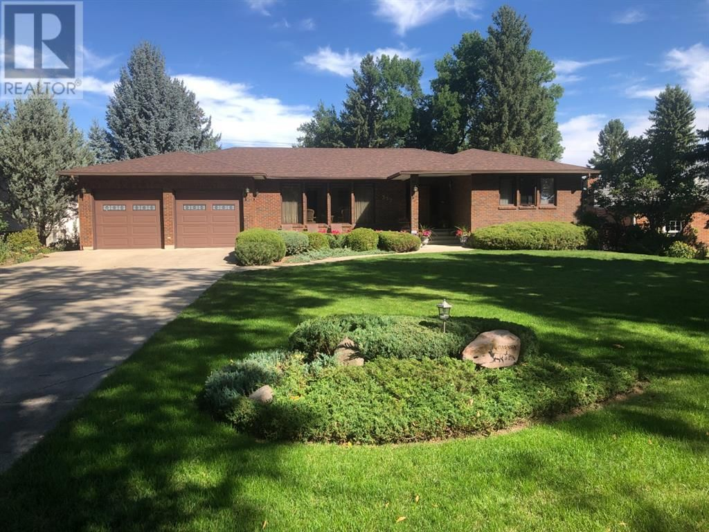 Main Photo: 3321 Parkside Drive S in Lethbridge: House for sale : MLS®# A1142757