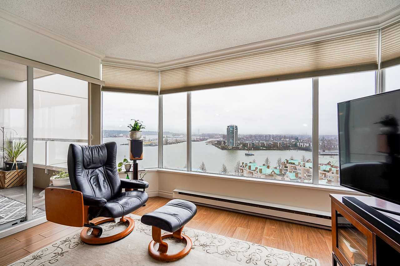 """Main Photo: 1606 1065 QUAYSIDE Drive in New Westminster: Quay Condo for sale in """"Quayside Tower II"""" : MLS®# R2539585"""
