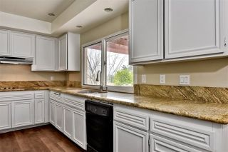 Photo 11: 743 Blackhawk Cir in Vista: Residential for sale (92081 - Vista)  : MLS®# 200002982