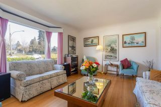 Photo 3: 535 E 13TH Street in North Vancouver: Boulevard House for sale : MLS®# R2562217